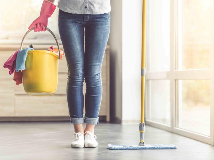 Bewezen: schoonmaakmiddelen net zo schadelijk als roken