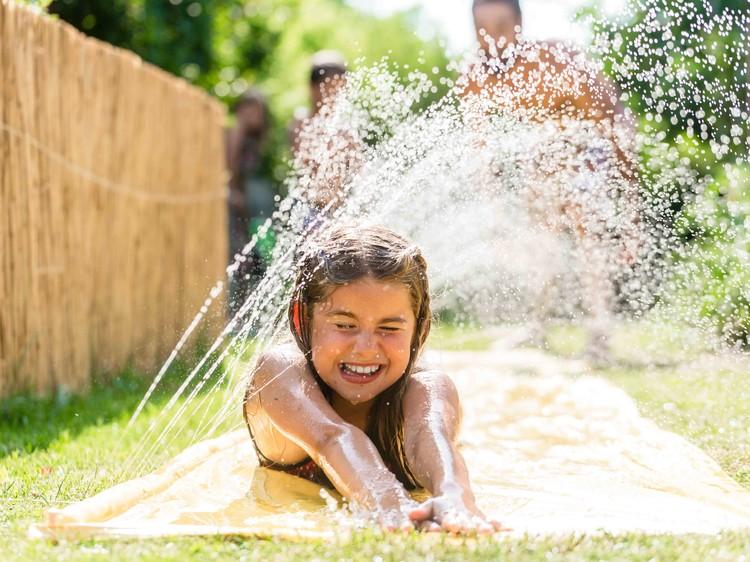 Fabulous 30 graden buiten? 10 waterspelletjes om je kinderen (en jezelf  @UL87