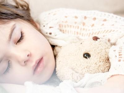 baby alleen leren slapen